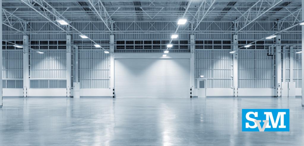 Warehouse spuiten: verhuist uw bedrijf naar een nieuw warehouse? Wij spuiten vooraf het hele warehouse met verf, zodat het er weer als nieuw uitziet